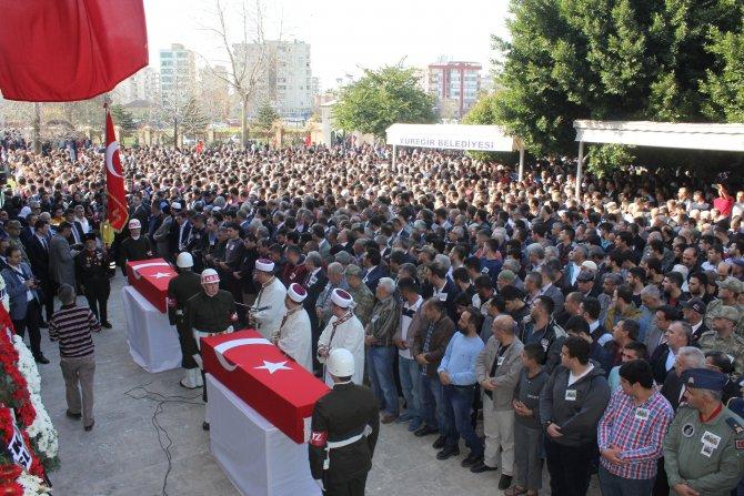 Diyarbakır'da şehit olan iki asker dualarla uğurlandı