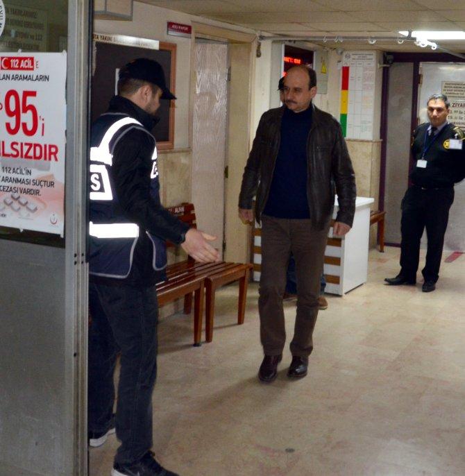 Manisa'daki operasyonda gözaltına alınanlar sağlık kontrolünden geçirildi