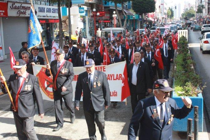 Gazi ve emekli askerlerden teröre tepki yürüyüşü