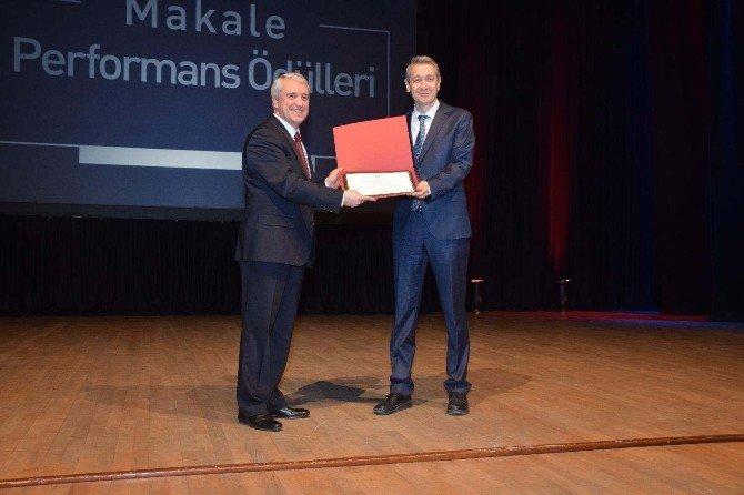 """Anadolu Üniversitesi """"Makale Ve Performans Ödülleri"""" 2'nci Kez Sahiplerini Buldu"""