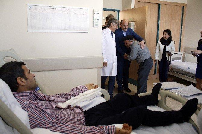 Bakan Müezzinoğlu Çift Kol Nakli Yapılan Mustafa Sağır'ı Ziyaret Etti