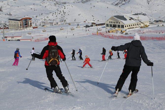 Yıldız Dağı, kayakseverleri ağırlamaya devam ediyor