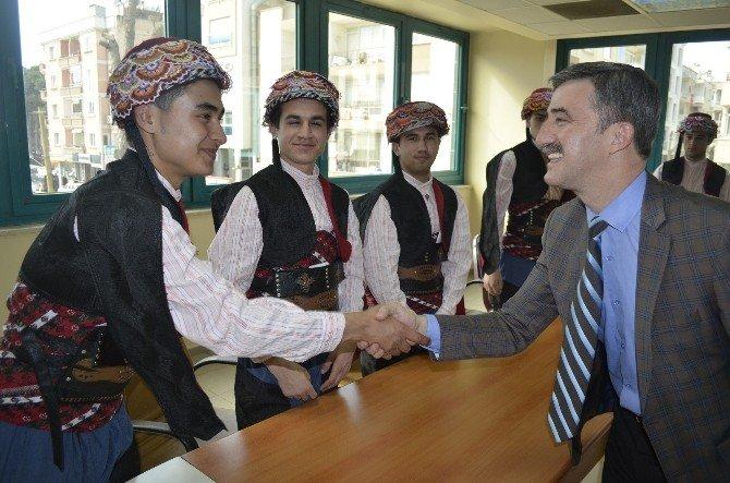 Belediyenin Efeleri Turgutlu'ya Harmandalı Öğretecek