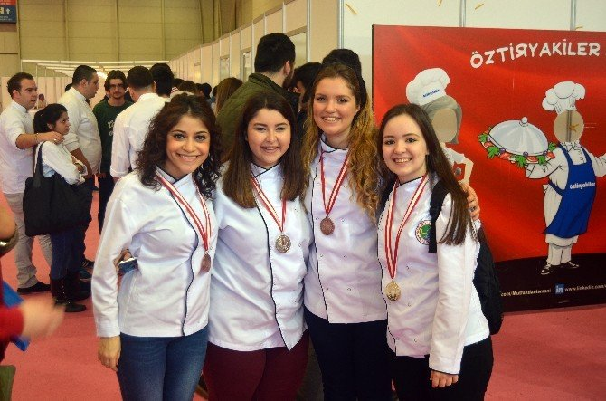 Haliç Aşçılık Öğrencilerine İstanbul Mutfak Günleri'nden 10 Madalya