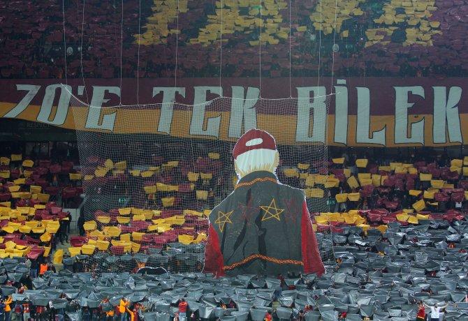 Galatasaray tribünleri 'tek bilek, tek yürek'
