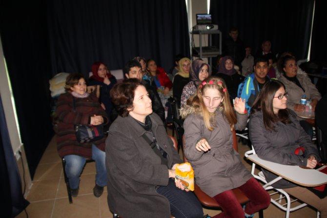 Engelli gençler 'Sinema günü'nde sinemanın tadını çıkardı