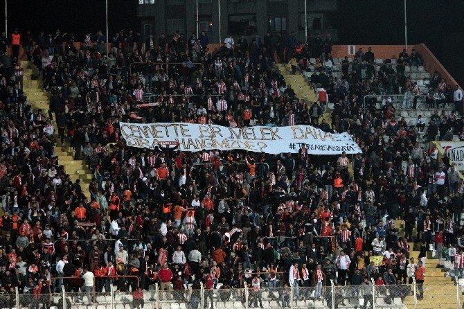 Adanaspor Taraftarı 'Türkan Sarıkaya' Pankartı Açtı