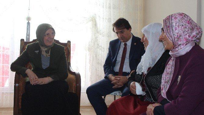 Bakan Sema Ramazanoğlu, Şehit Astsubay Metin Aydemir'in Ailesini Ziyaret Etti