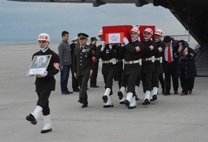 Ankara'daki Bombalı Saldırıda Şehit Olan Trabzonlu Deniz Kuvvetleri Personeli Küçük'ün Cenazesi Trabzon'a Getirildi