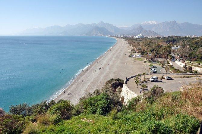 Antalya'da deniz sezonu erken başladı
