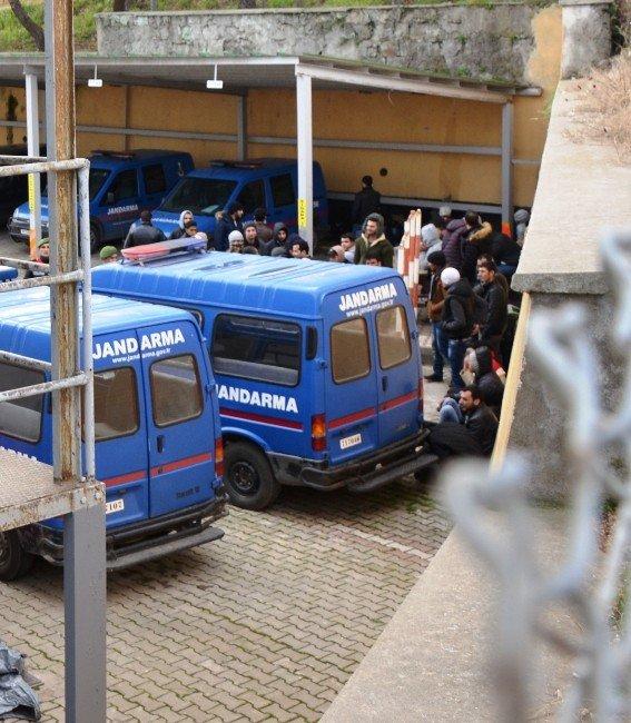 Çanakkale'de 108 Sığınmacı Yakalandı
