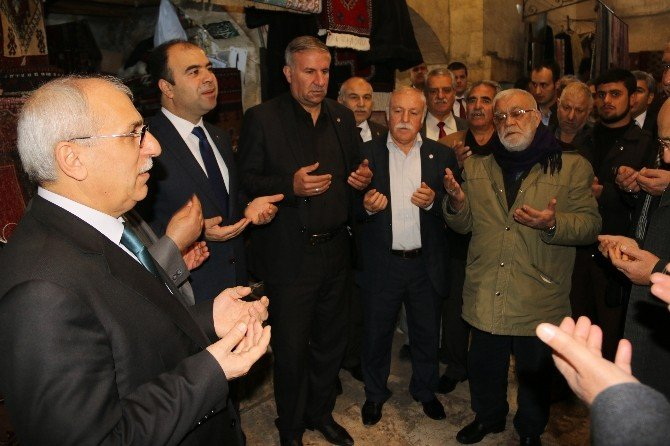 Şanlıurfa Büyükşehir Belediye Başkanı Nihat Çiftçi Tarihi Bölgedeki Esnafı Ziyaret Etti