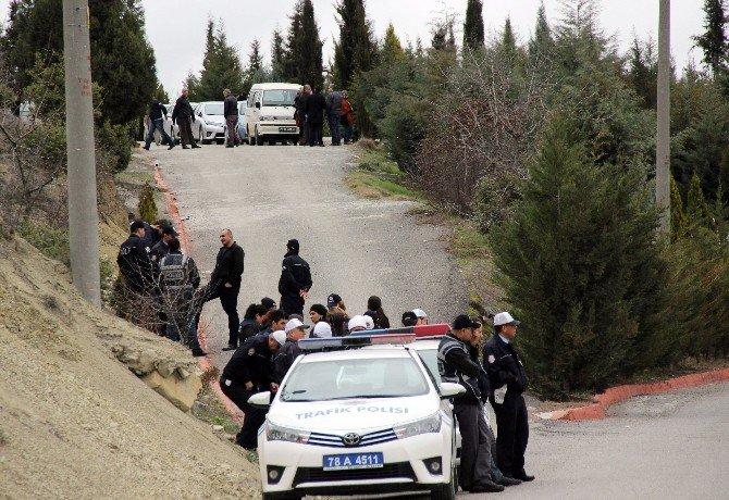 İntihar Eden DHKP-C'li Bombacı Karabük'te Defnedildi