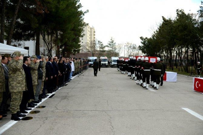Sur'da şehit olan asker ve polisler için tören