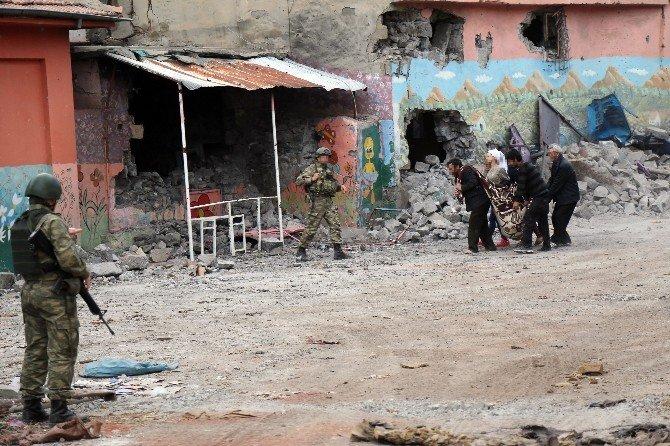 Sur'dan 6 Kişi Tahliye Edildi