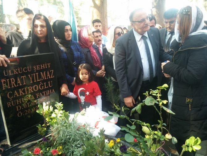 Fırat Yılmaz Çakıroğlu, ölüm yıldönümünde mezarı başında anıldı