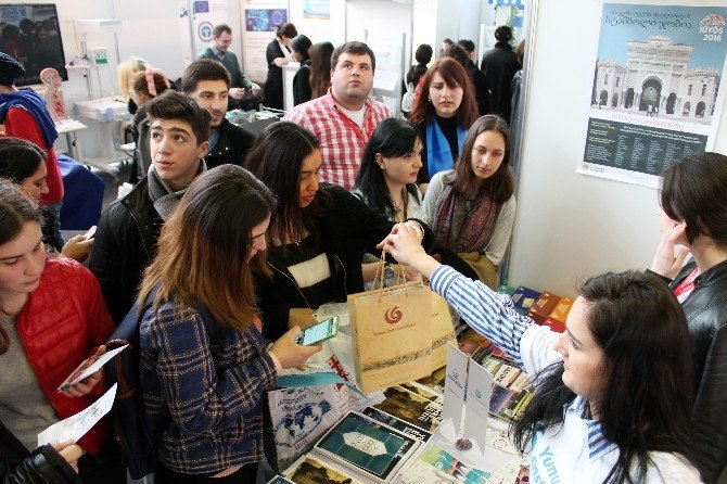 Gürcü Öğrenciler Türkçeyi Tanıttılar