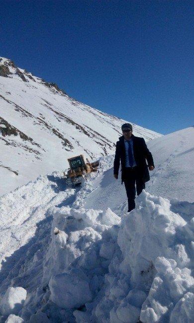 Hamur'da Kar Temizleme Çalışması