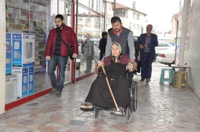 Hayırsever'den 3 Engelli Vatandaşa Tekerlekli Sandalye