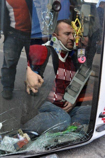 Afyonkarahisar'da Trafik Kazası: 9 Yaralı