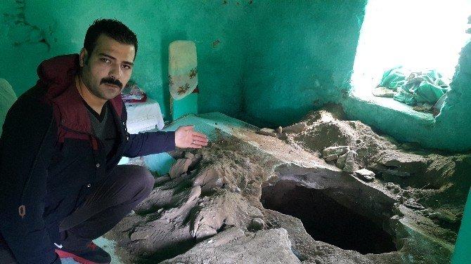 Tire'de Korkunç Olay: Define Uğruna 700 Yıllık Türbeyi Kazdılar