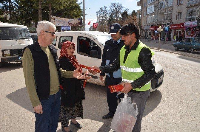 Ereğli Belediyesi 3 Bin Adet Bayrak Dağıttı