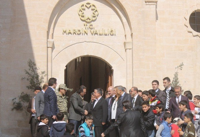 Milli Savunma Bakanı Yılmaz Mardin'de