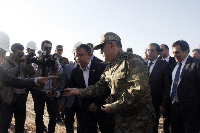 Milli Savunma Bakanı İsmet Yılmaz Suriye Sınırında İncelemelerde Bulundu