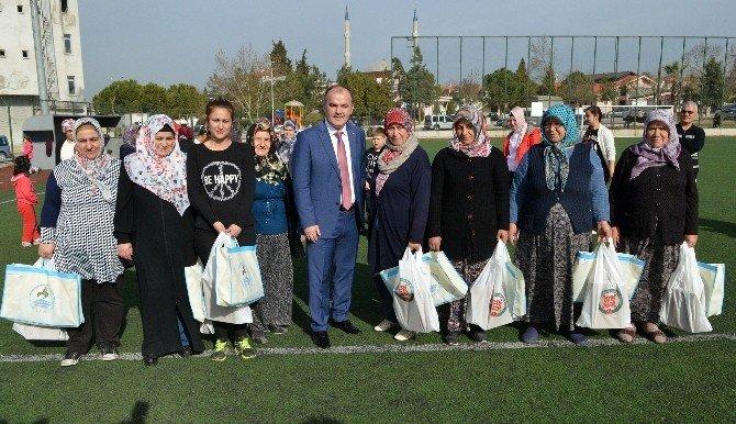 Pamukkale Belediyesi'nden Kadınlara Spor Malzemesi Desteği