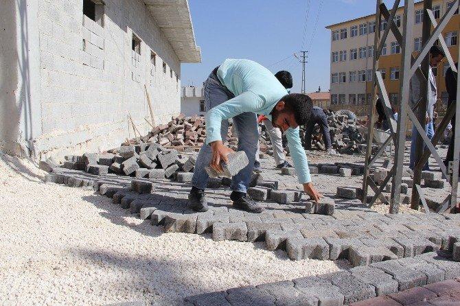 Eyyübiye Belediyesi Yenice'de Yol Yapımını Bitirdi
