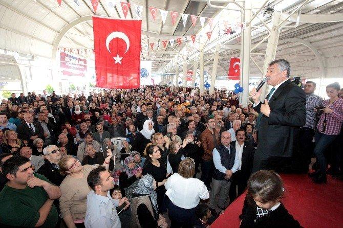 Seyhan Belediyesi'nden Pınar Mahallesi'ne Modern Semt Pazarı