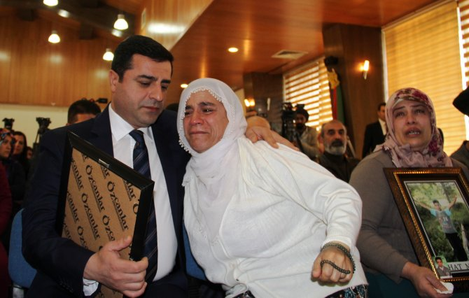 HDP lideri Demirtaş: Süleyman Şah Türbesini, YPG'nin desteğiyle taşımadınız mı?