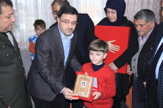Şehit Astsubay Üstçavuş Nusret Atmaca'nın Ailesine Şehadet Belgesi Verildi