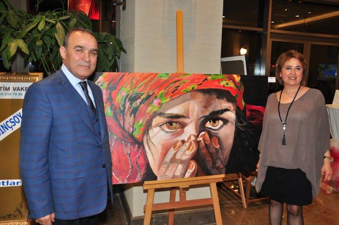 Adana'da polikromi karma resim sergisi açıldı