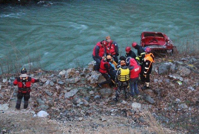 Bursa'da Kontrolden Çıkan Otomobil Dereye Uçtu: 1 Ölü