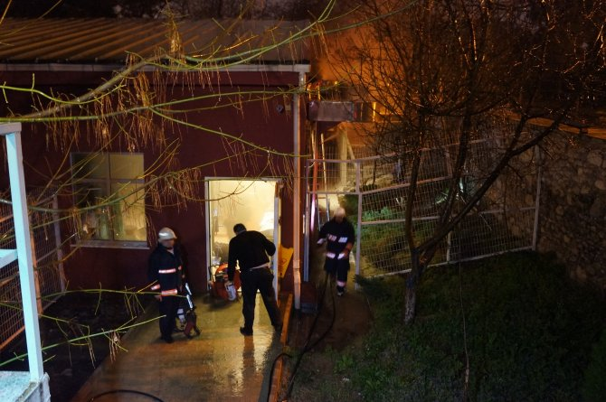 Yangın çıkan hastanedeki hastalar tahliye edildi