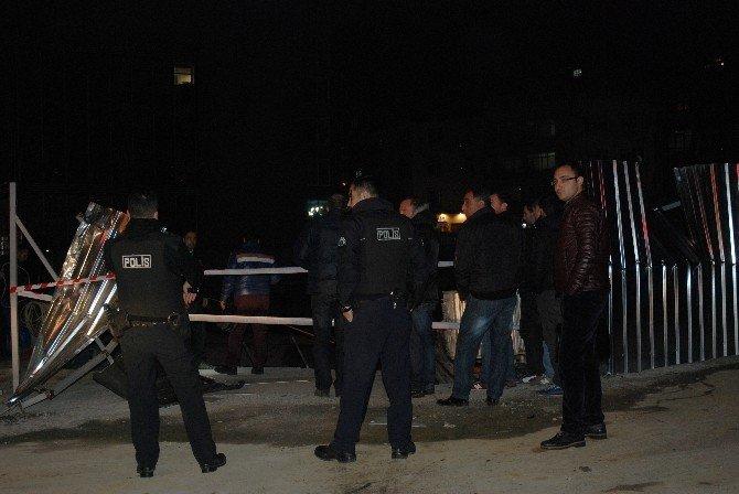 Beyoğlu'nda 15 Metrelik İnşaat Sahasına Uçan Araçtan Sağ Çıktılar