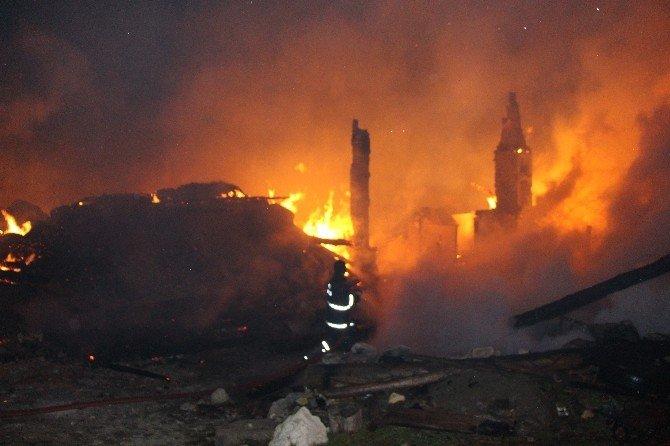 Bolu'da 2 Ev, Ahır Ve Samanlık Alev Alev Yandı