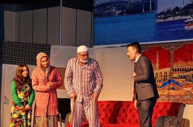 Cumhurbaşkanı Recep Tayyip Erdoğan'ın Hayatını Anlatan ''Başkan'' Tiyatro Oyunu Sahnelendi