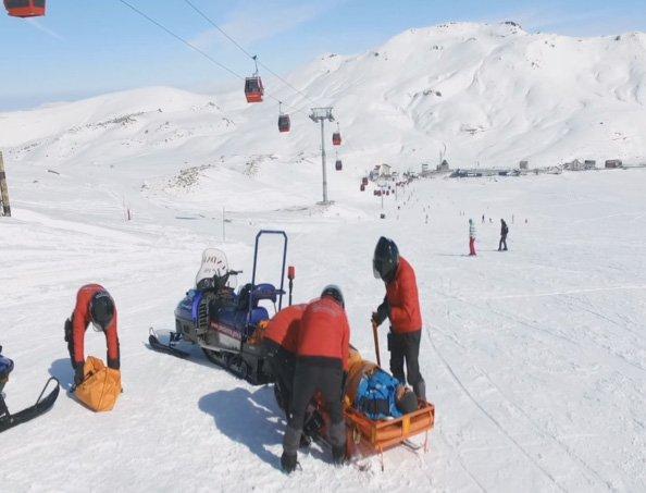 Drone'lar bu kez yaralı kayakçıları kurtarmak için kullanılıyor