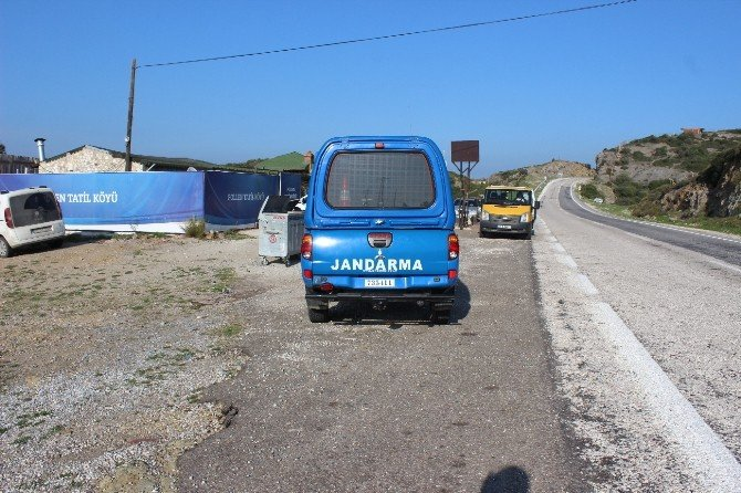 Foça'da Jandarma Ekipleri Kuş Uçurtmuyor