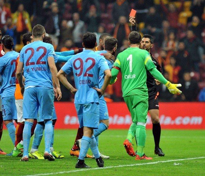 Trabzonspor Kızardı, Galatasaray 3 Puana Uzandı