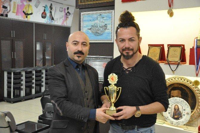 Gebzeli Saç Tasarımcısı Altın Makas Ödülü'nü Türkiye'ye Kazandırdı