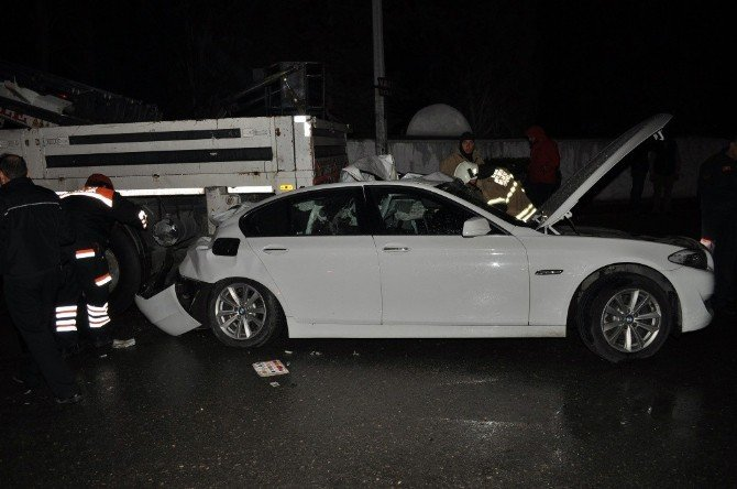 Yoldan Çıkan Otomobil Vince Çarptı: 2 Ölü