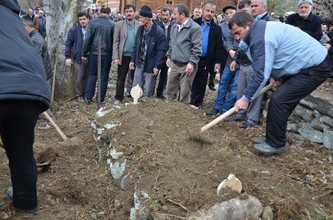 Trafik Kazasında Ölen Esnaf Sanatkârlar Odası Yönetim Kurulu Üyesi Şükrü Şenol Toprağa Verildi