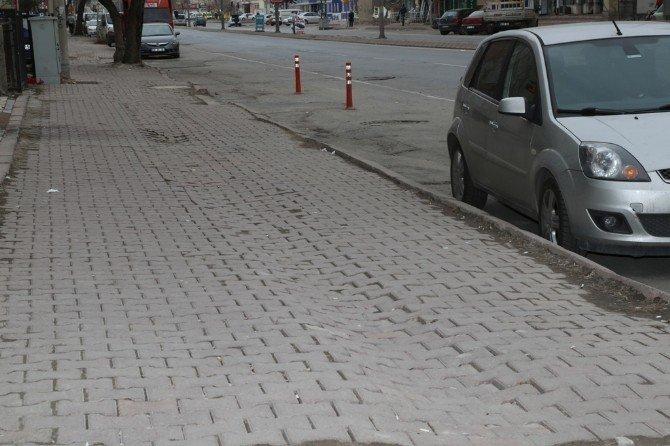 Hürriyet Mahallesi Cengiz Topel Caddesinde Bazalt Zeminli Otopark Ve Yaya Yolu Çalışması