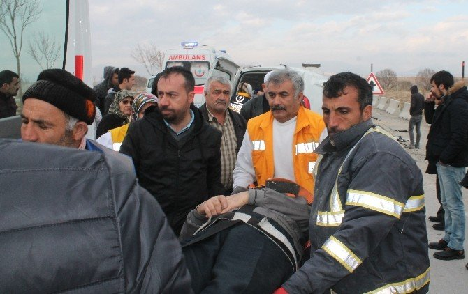Mucura Kapılan Araç Takla Attı: 3 Yaralı