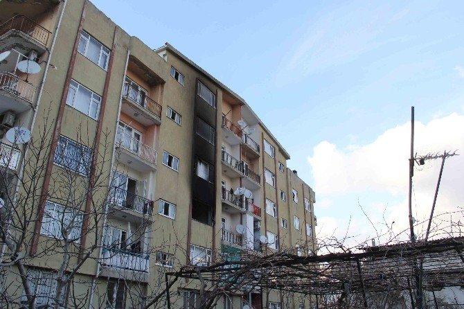 Kuşadası'nda 6 Katlı Apartmanda Yangın