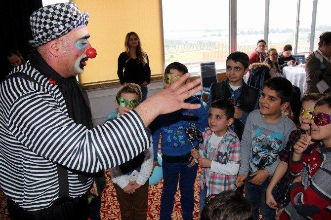 """Lösemili Çocuklar """"Maske Atma Partisi""""nde Bir Araya Geldi"""