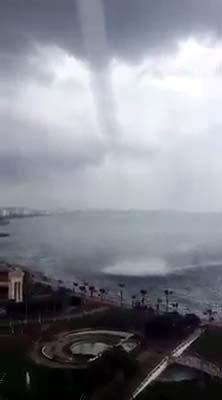 Mersin'de denizde çıkan hortum korkuttu